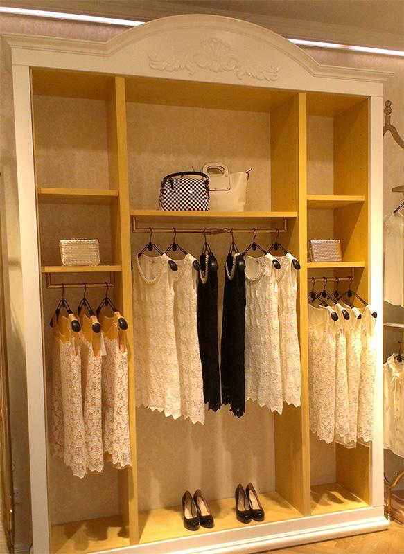 欧式木质服装展示柜