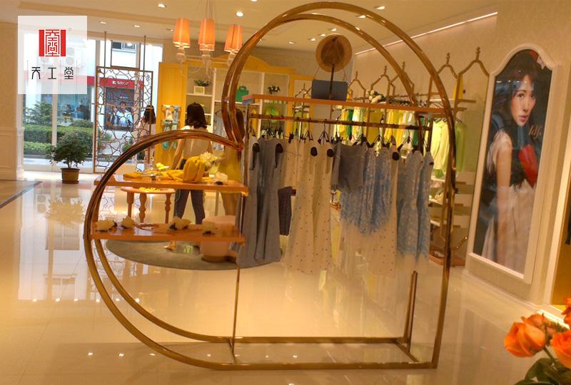 心形不锈钢服装展示架